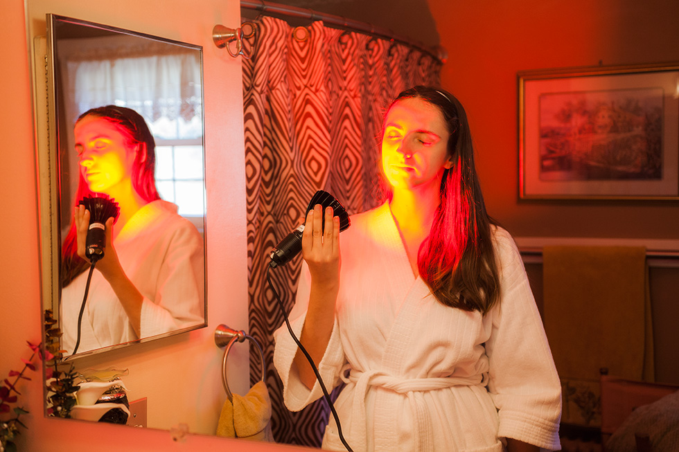 An example of red light therapy for rosacea treatment.