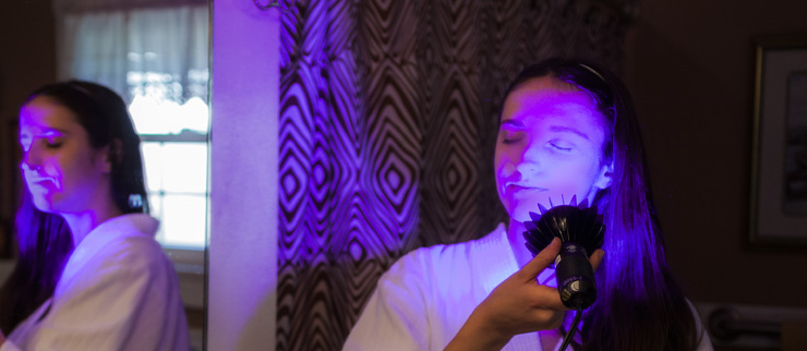 Blue Light Therapy for Acne Treatment with the Peak 415™